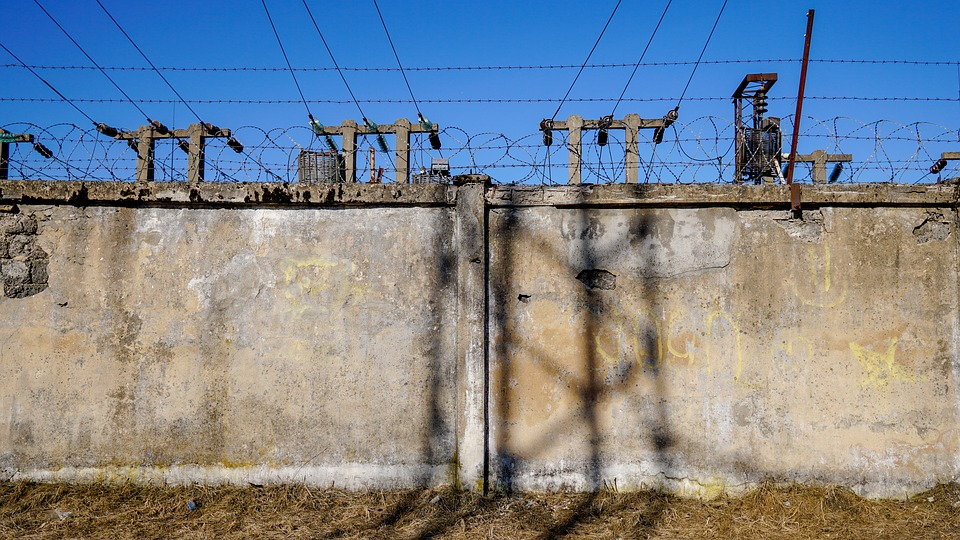 plot z betonu